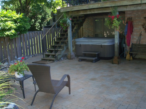 Backyard Landscaping   Hot Tub Area