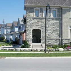 curb appeal of home with front entrance landscaping